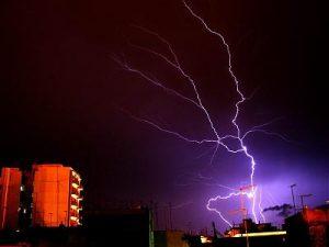 Fulmine su taranto. Credit: Renato Sansone - meteoweb