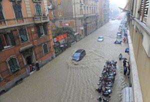 Genova, violento nubifragio paralizza la città