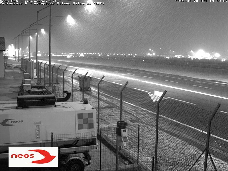 Aeroporto Alle Porte Di Milano : Nevica alle porte di milano la quot fioccata in diretta
