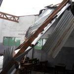 Il ciclone ERINA si abette sulla scuola di Arti e Mestieri di Qulimane_clip_image038