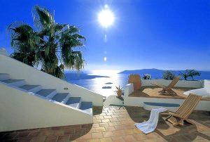 Un meraviglioso panorama estivo dalle isole del mar Egeo