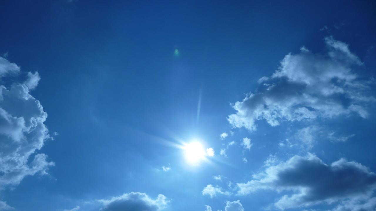 Perch il cielo blu e al tramonto diventa rosso un for La camera del cielo