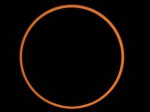 Il fenomeno dell'eclissi anulare di Sole