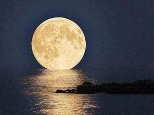 Perigeo lunare fotografato da New York