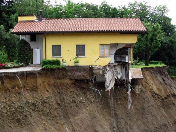 Allarme dell 39 ue per il dissesto idrogeologico in italia 7 morti al mese per frane e - Alzare casa di un piano costi ...