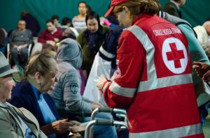 Assistenza CRI alla popolazione sfollata (foto a 12 ore dal sisma)