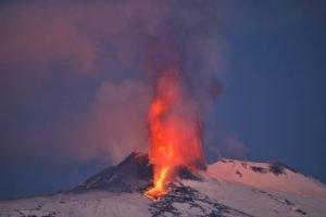 Etna 04 300x200 Previsione scientifica del prof. Flavio Dobran: Il Vesuvio esploderà con una potenza mai vista