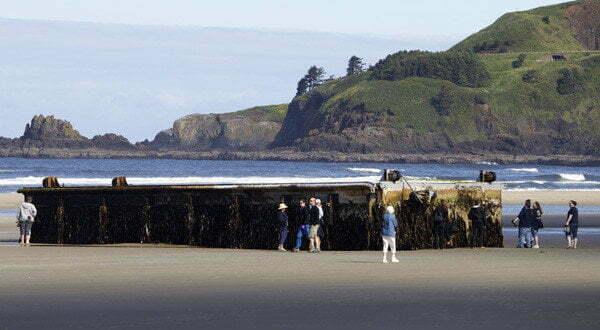 Tsunami giappone 11 marzo 2011 enorme molo galleggiante for Noleggio di cabine nello stato dell oregon