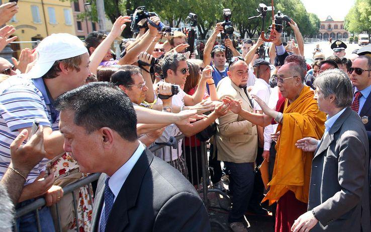 Terremoto Dalai Lama A Mirandola Adesso Guardate Al Futuro