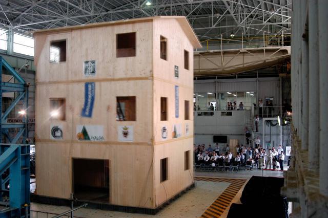 Le case di legno del cnr resistono ai terremoti pi forti sono belle e sostenibili ma in - Case giapponesi moderne ...