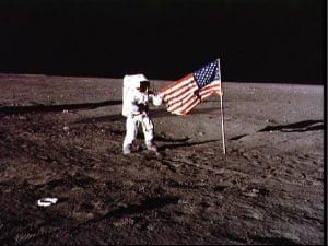 bandiera-USA-sulla-luna