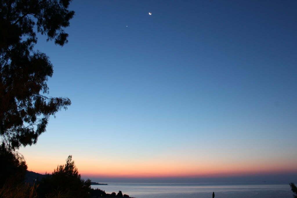 Luna e venere il cielo orientale ripreso questa mattina - Immagini del cardellino orientale ...