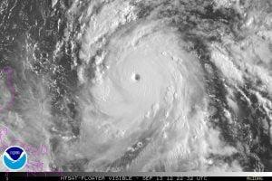 """Ecco l'impressionante super-tifone """"Sanba"""" mentre raggiungeva la 5^ categoria"""