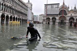 Venezia, 03/12/2010. Alta marea eccezionale a 136 cm alle 8,55. Oltre la metà della città allagata.