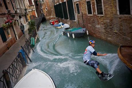 Venezia si prepara alla super acqua alta di stasera pi - Condizionatore perde acqua dentro casa ...