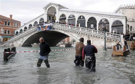 Risultati immagini per immagini di venezia con l'acqua alta