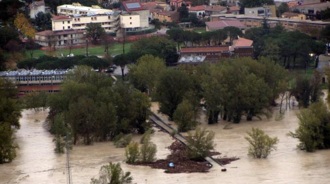 Maltempo in Toscana, evacuazioni e strade allagate in provincia di ...