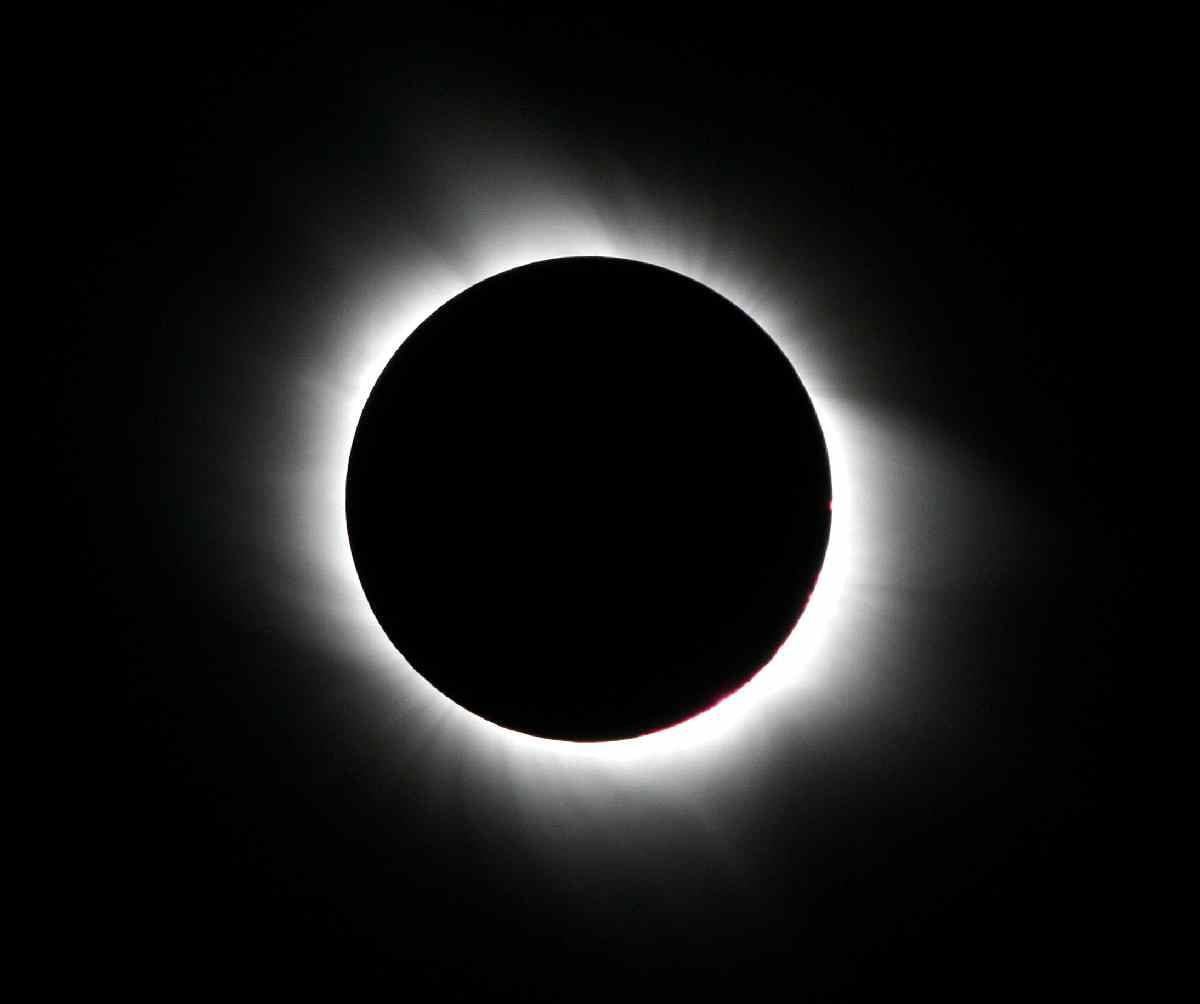 http://www.meteoweb.eu/wp-content/uploads/2012/11/Eclissi-totale.jpg