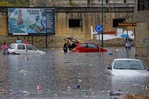 MALTEMPO: TEMPORALE SU NAPOLI, SOS A POMPIERI PER ALLAGAMENTI