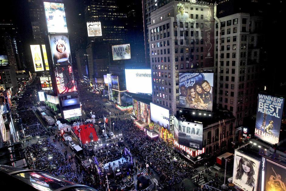 Capodanno tutto il mondo dimentica i maya e festeggia l for Time square londra