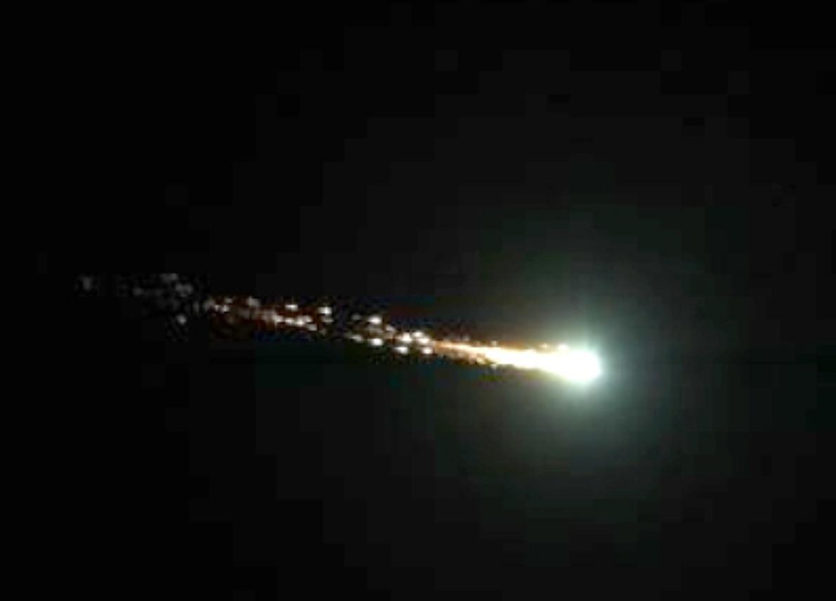 Foto Di Una Stella Cadente.Piu Di Una Stella Cadente Gigantesca Meteora Tra Calabria E