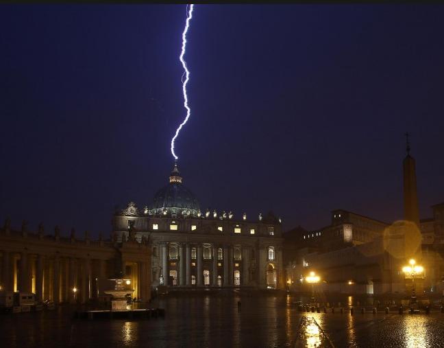 http://www.meteoweb.eu/wp-content/uploads/2013/02/foto-fulmine-papa.png