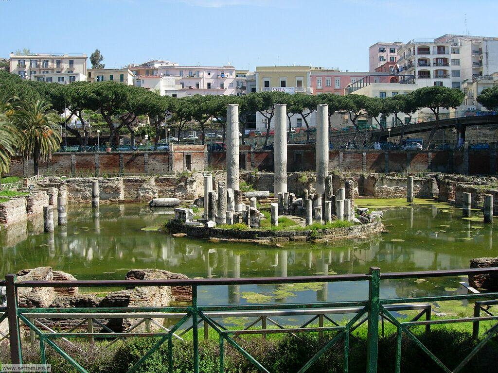 Pozzuoli na il tempio di serapide diventato una for Architettura vernacolare