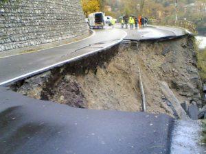 Statale SP226 cede e frana un pezzo di strada al km 18 07/11/2011