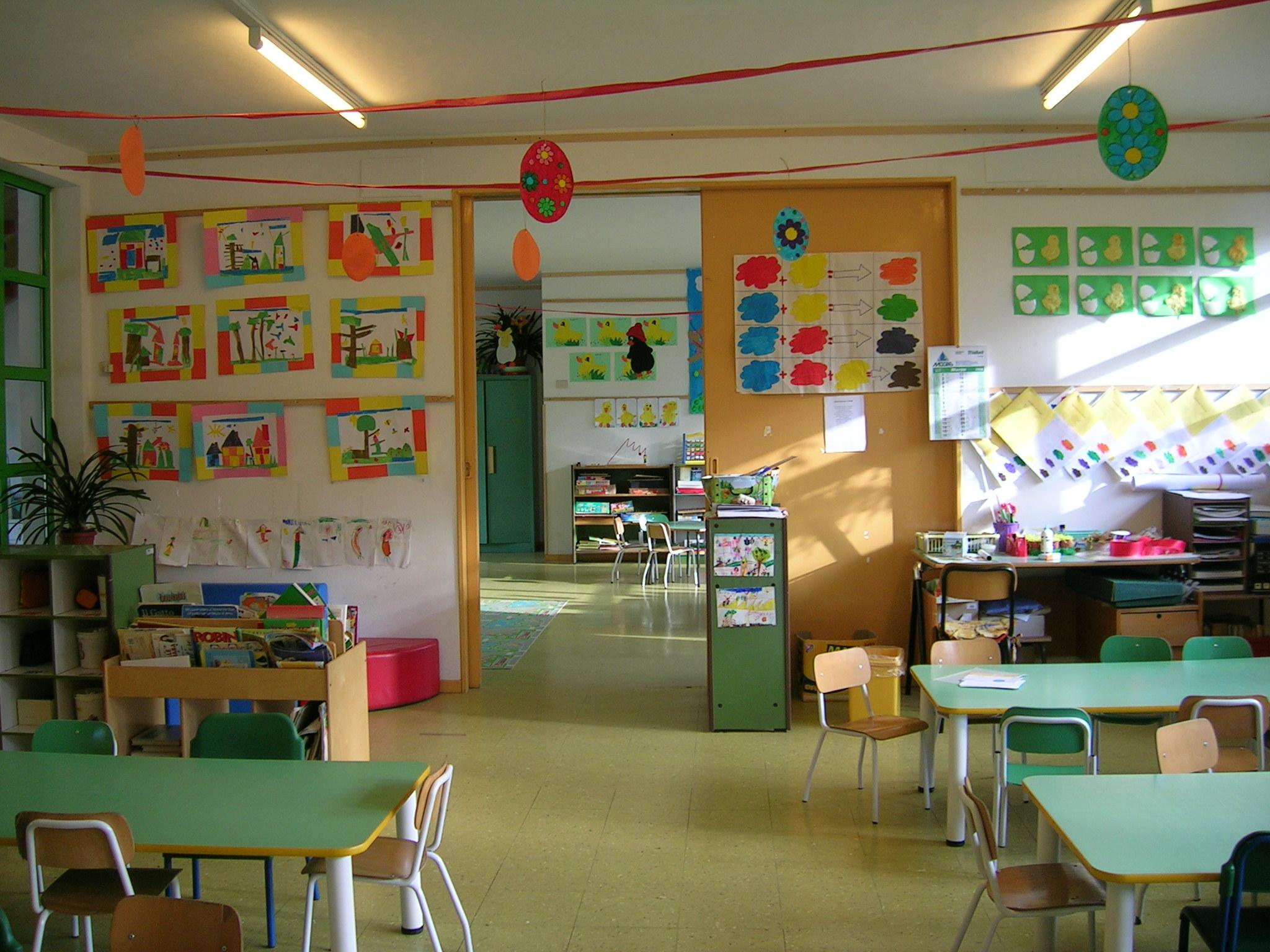 Terremoto firenze caduto intonaco in scuola primaria for Addobbi natalizi per scuole materne
