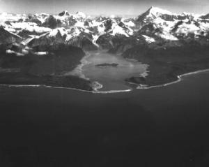 """Gli effetti prodotti dalla colossale frane che attivo l'impressionante """"mega tsunami"""" che devasto la Lituya Bay nel Luglio del 1958"""