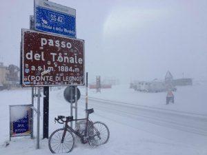 Il Passo del Tonale oggi. Il Giro sarebbe dovuto passare da qui!
