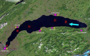 Il lago Lemano, teatro del grande disastro nell'anno 563. Dal delta sublacustre del Rodano, sulla destra, si origina una grande frana che genera onde anomale le quali percorrono il bacino nel senso indicato dalla freccia, da est ad ovest. I numeri rossi indicano i minuti di percorrenza dell'onda che raggiunge Ginevra in circa 70 minuti. I numeri gialli indicano l'altezza delle onde che a Losanna raggiungono i 13 metri ed ai Ginevra gli 8 metri