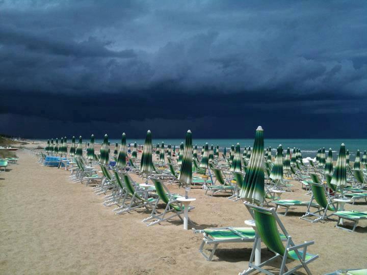 La costa abruzzese oggi. Domani scenari simili nel nord della Sicilia