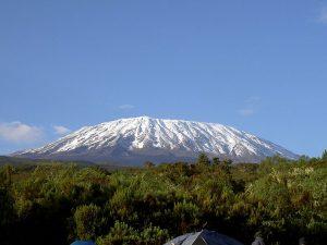 Ecco l'imponente e affascinante vetta del Kilimangiaro innevata (credit Wikipedia)