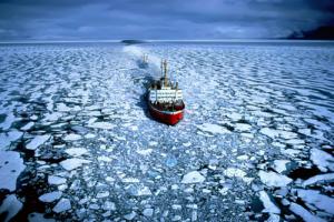 Ice-Breaker-Arctic-Ocean