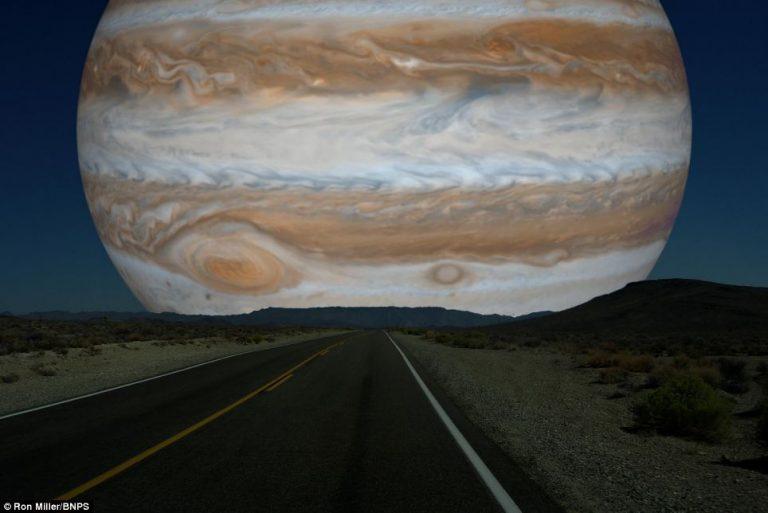 Il diametro di Giove è circa 40 volte quello della Luna, quindi dominerebbe i cieli se fosse nella sua stessa posizione