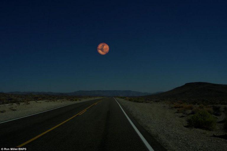Marte sarebbe grande il doppio della Luna, se fosse alla distanza di 384.400 km