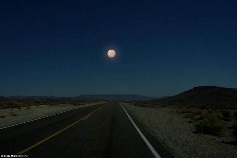 Mercurio apparirebbe solo leggermente più grande della Luna