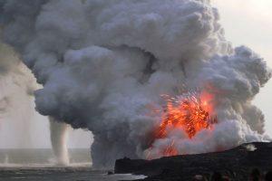 Eruzione del Vulcano Kilauea e tromba marina, Hawaii