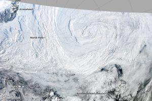 Il profondo ciclone extratropicale che sferzo l'Artico nell'Agosto del 2012 (credit NASA)