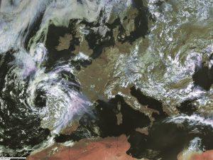 """Si nota il vortice vicino le coste del Portogallo settentrionale legato al """"CUT-OFF"""" che domenica arrecherà l'instabilità al nord-ovest"""