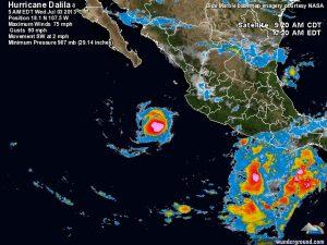 """Ecco l'uragano """"Dalila"""" in azione davanti la costa messicana, si nota la dimensione piuttosto ristretta del nucleo centrale"""