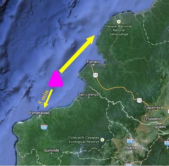 """Lo tsunami del 1979 colpisce le coste al confine tra Ecuador e Colombia. Il triangolo fucsia rappresenta l'origine dello tsunami che nel giro di 5 minuti raggiunge il litorale ecuadoregno di Esmeraldas, senza però provocare danni significativi. Le onde infatti sfogano la loro forza soprattutto in direzione nord-est, colpendo in particolare il villaggio di San Juan e """"risparmiando"""" Tumaco, parzialmente protetta dalla conformazione della sua baia (da Googlemaps, modificata)"""