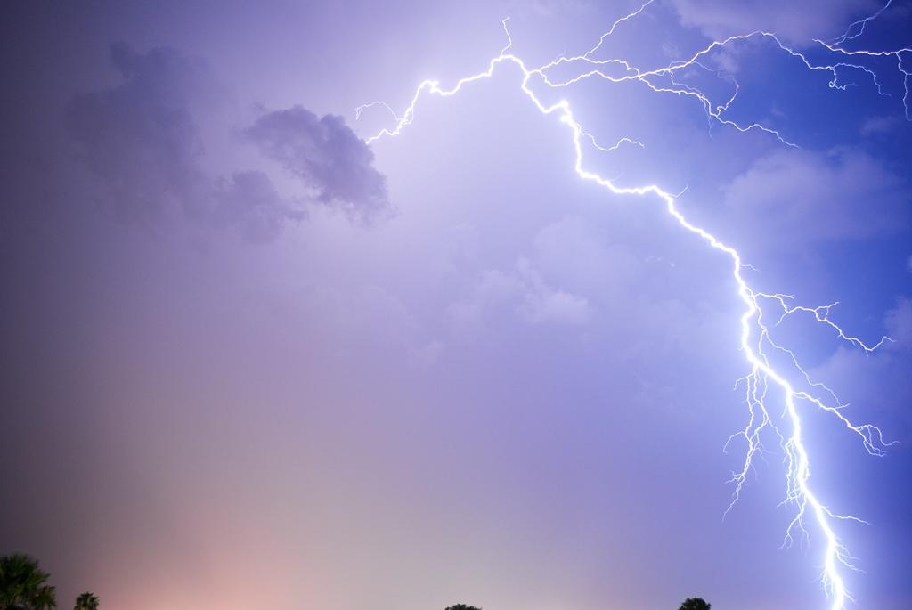 """Allerta Meteo Campania: criticità """"gialla"""" da stasera per vento e temporali"""
