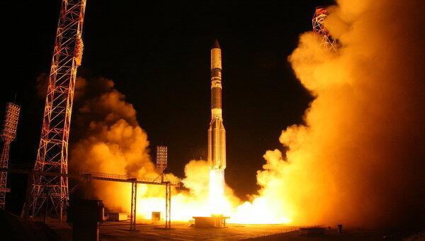 Spazio lanciato il razzo russo proton m per satellite - Immagini stampabili a razzo ...