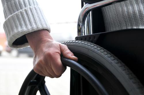 Sedie A Rotelle Per Scale : Addio montacarichi ora la sedia a rotelle sale le scale