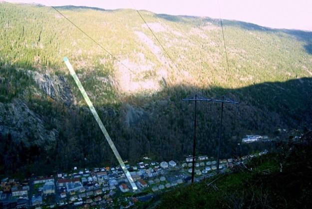 http://www.meteoweb.eu/wp-content/uploads/2013/09/rjukan-sunlight-mirrors-625x418_zps24a71cef.jpg