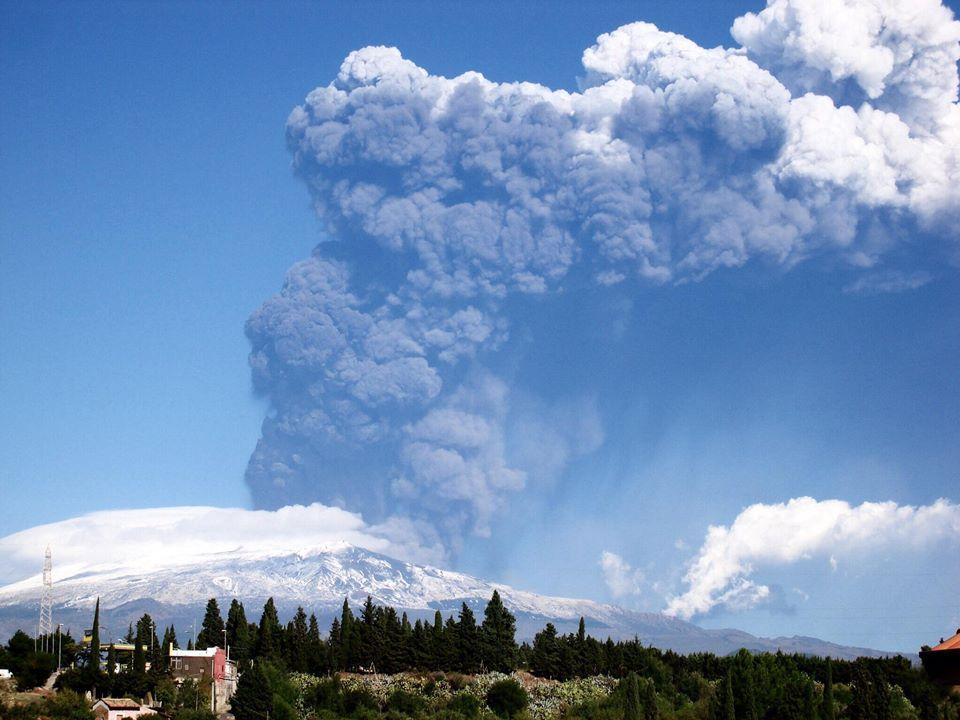 Eruzioni dell 39 etna la regione sicilia dichiara lo stato for Cenere vulcanica