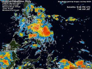 La piccola depressione tropicale che si spinge verso l'isola filippina di Mindanao, dove scaricherà intense precipitazioni a sfogo temporalesco