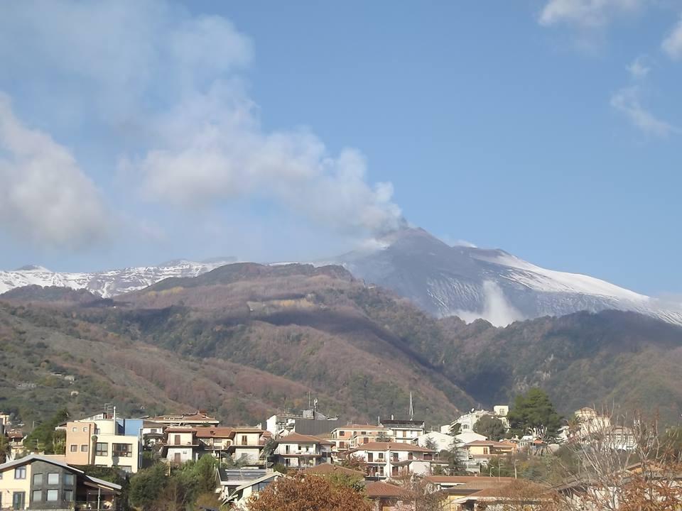L 39 etna continua ad eruttare spettacolari foto di pochi for Di mauro arredi zafferana